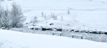 Krajobraz śnieżysta rzeka obrazy royalty free