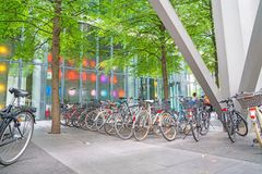 Krajobraz, architektoniczna struktura, bicykle parkujący wpólnie i Obrazy Royalty Free