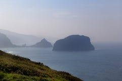 Krajobraz Baskijski wybrzeże blisko latarni morskiej przy przylądkiem Matxic Zdjęcie Royalty Free