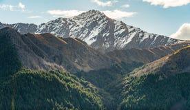Krajobraz Ben Lomond 1.748 metres szczytu widoku od Queenstown wzgórza, Nowa Zelandia fotografia stock