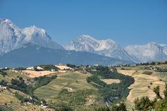 Krajobraz blisko Teramo Abruzzi przy latem Obraz Royalty Free
