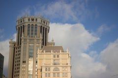 Krajobraz budynku wierza z niebieskiego nieba tłem w Moskwa Fotografia Stock