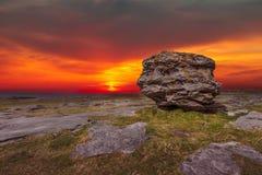 Krajobraz Burren przy półmrokiem Zdjęcia Royalty Free