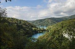 Krajobraz dwa i góry przy Plitvicka jezior parkiem ake Fotografia Stock