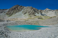 Krajobraz góra i skały z Turkusowym jeziorem Fotografia Royalty Free