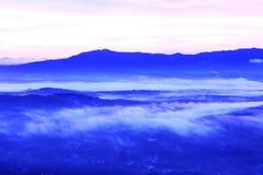 Krajobraz. Góry, unosić się lub obsiadanie puszka słońce, Obrazy Stock