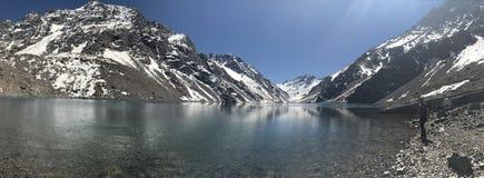 Krajobraz halny śnieg i laguna w Santiago, Chile zdjęcia stock