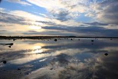 Krajobraz jest odbiciem niebo w wodzie Zdjęcia Stock