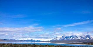 Krajobraz jeziora i góry w Torre Del Paine obraz royalty free