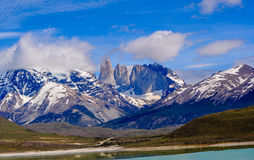 Krajobraz jeziora i góry w Torre Del Paine zdjęcie stock
