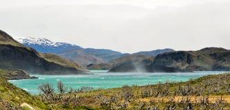 Krajobraz jeziora i góry w Torre Del Paine obraz stock