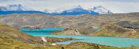 Krajobraz jeziora i góry w Torre Del Paine zdjęcia stock