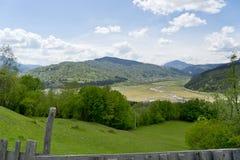 Krajobraz jeziorny Bicaz Rumunia zdjęcia stock