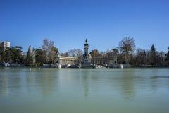 Krajobraz, jezioro w Retiro parku, Madryt Hiszpania Zdjęcia Stock