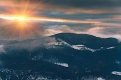 Krajobraz kolorowy zmierzch w zim górach fotografia royalty free