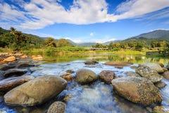 Krajobraz mała rzeka i piękny niebo w Kiriwong wiosce, fotografia royalty free