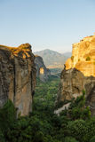 Krajobraz meteor w ranku z monasterem na górze góry, Grecja Zdjęcia Stock