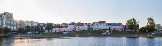 Krajobraz Minsk miasto, woda, niebo obrazy stock