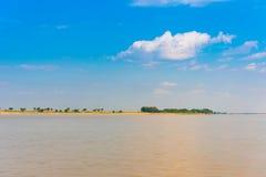 Krajobraz na rzecznym Irrawaddy, Mandalay, Myanmar, Birma Odbitkowa przestrzeń dla teksta obraz stock