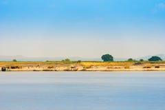 Krajobraz na rzecznym Irrawaddy, Mandalay, Myanmar, Birma Odbitkowa przestrzeń dla teksta fotografia stock