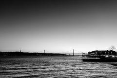 Krajobraz na zmierzchu rzeczny Tagus i 25th Kwietnia most Obraz Royalty Free