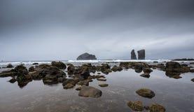 Krajobraz od Powulkanicznej plaży Mosteiros Zdjęcia Royalty Free