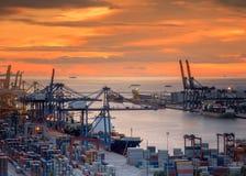 Krajobraz od ptasiego widoku ładunków statków wchodzić do zdjęcie stock
