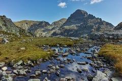 Krajobraz Orlovets szczyt od Elenski jezior, Rila góra Obrazy Stock