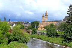 krajobraz Paisley urząd miasta z zegarowy i dzwonkowy wierza obraz stock