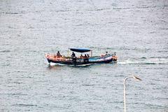 Krajobraz, panoramiczni widoki linia brzegowa i port od statku przy kotwicą w porcie i, zdjęcia royalty free