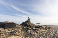 Krajobraz piękny niebo i plaża która syrenki statuę na skale Obraz Royalty Free