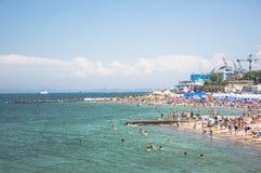 Krajobraz Plaże z odpoczywać ludzi i pływać zdjęcia stock
