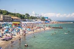 Krajobraz Plaże z odpoczywać ludzi i pływać zdjęcia royalty free