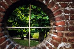 Krajobraz przez round okno Obrazy Stock