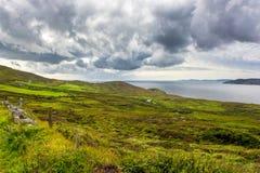 Krajobraz przy wybrzeżem Irlandia fotografia stock
