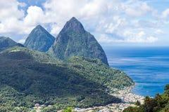 Krajobraz sławni Pitons halni w St Lucia, Karaiby Zdjęcia Royalty Free