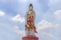Krajobraz, statua, Duży Guanyin na nieba tle, Piękna architektura zdjęcie royalty free