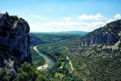 Krajobraz wąwozów De L ` Ardech i Ardeche rzeka obraz stock