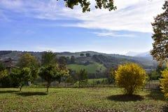 """Krajobraz, Włochy, WÅ 'ochy, krajobraz, gà ³ ry, drzewo, jesieÅ """", pogodny, dzień, Zdjęcia Royalty Free"""