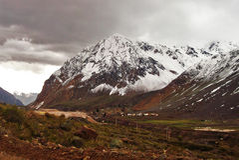 Krajobraz wielkie góry i chmury fotografia stock