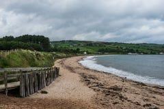 Krajobraz wokoło Cushendun wioski Północnych schronienia i, - Ireland obrazy royalty free