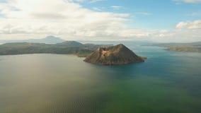 Krajobraz, wulkan, góry i jezioro, zdjęcie wideo