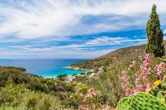 Krajobraz z Cavoli plażą Elba wyspa, Tuscany, Włochy fotografia stock