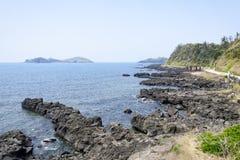 Krajobraz z Chagwido wyspą i dziwacznymi powulkanicznymi skałami Obrazy Royalty Free