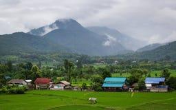 Krajobraz z deszczem i chmurami nad wzgórzami Zdjęcia Royalty Free
