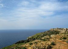 Krajobraz z Dingli falezami i majestatycznymi widokami morze śródziemnomorskie i luksusowa wieś, Malta obrazy royalty free