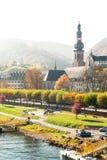 Krajobraz z grodzkim Cochem na rzecznym Moselle Sezon Jesienny obrazy royalty free