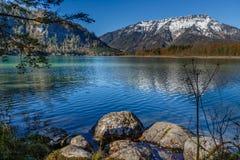 Krajobraz z halnym jeziorem Zdjęcia Royalty Free