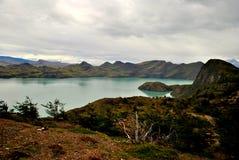 Krajobraz z jeziorem i górami Obrazy Royalty Free