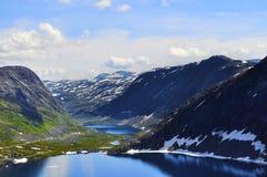 Krajobraz z niebem, fjords wody i górami, Fotografia Stock